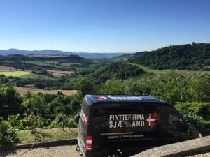 Flyttebil med udsigt over Spanien