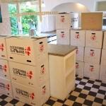 Her kan du se vores flyttekasser der er brugt til at pakke et helt køkken ned i en villa