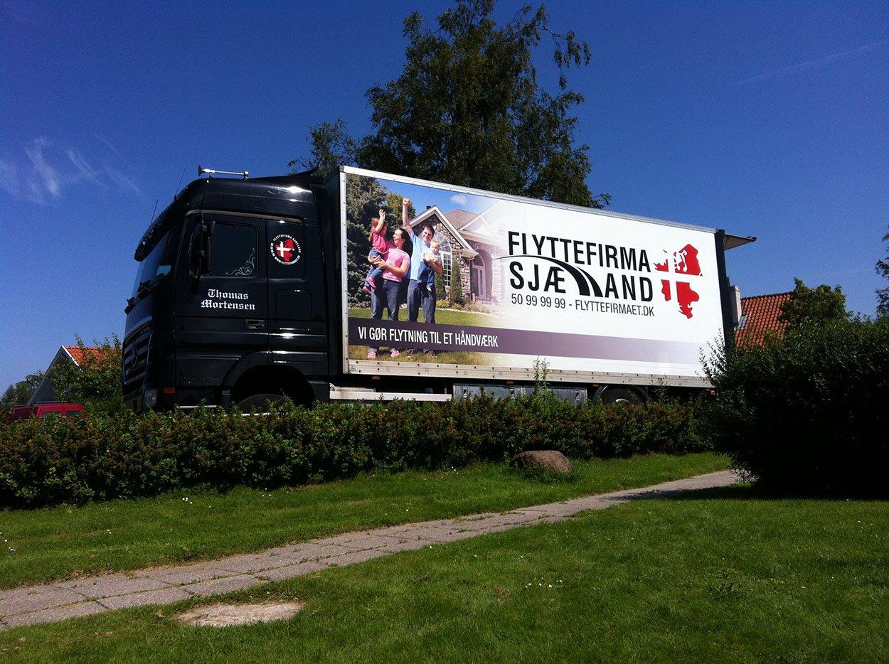 Her ses vores store lastbil, hos en privat kunde i nordsjælland