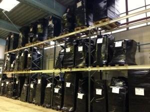 Her ses Flyttefirma Sjællands palle reol, vi bruger paller til vores opbevaring samt containere. Når din flyttemand har hentet dine ting på din flytning, kører de ud til vores lager og pakker det forsigtigt på paller og pakker alt ind i film og tæpper. Når alt er klar gjort bliver du indregistreret i vores lager og dine ting er nu klare til at bliver sat på palle reoler til opbevaring.