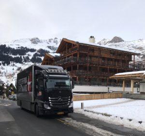 Flyttebil fra Flyttefirma Sjælland ved alpe hytte i Schweiz