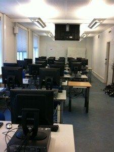 Computere opsat i klasseværelse