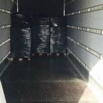 Flytning pakket på paller og i sort film og tæpper. Paller sat på specialt bygget lastbil fra Flyttefirma Sjælland