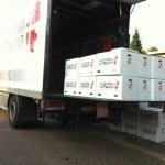 Lastbil lad læsset med en masse flyttekasser