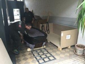 Flytning af tungt badekar