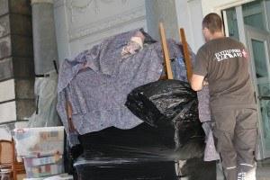 Her ses vores sikkert indpakket palle med møbler og kasser
