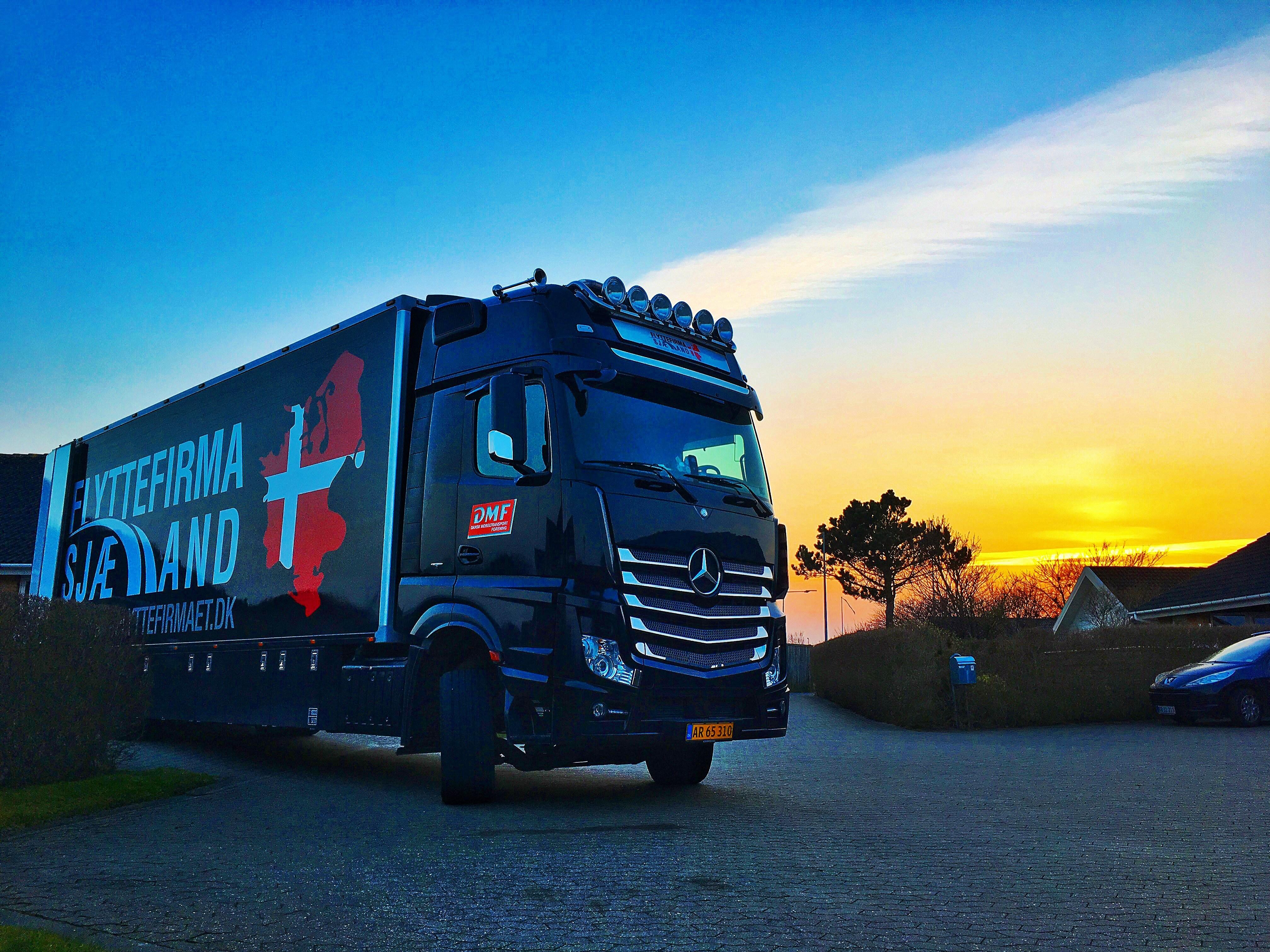 Lastbil ved at blive læset til Tyskland